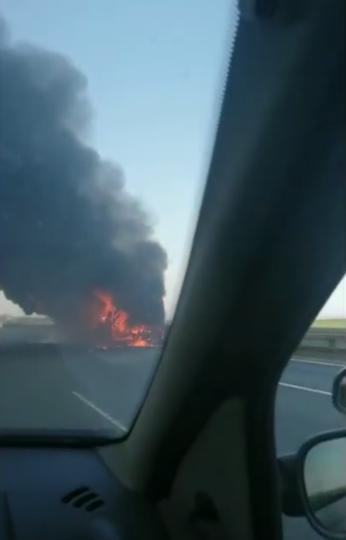 На внешней стороне КАД Кронштадтского района загорелся рейсовый автобус. Фото Скриншот https://www.youtube.com/watch?v=Vskm3i-izag, Скриншот Youtube