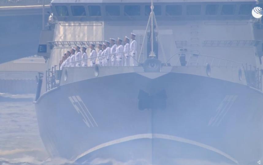 В Петербурге проходит главный военно-морской парад. Фото скриншот видео ria.ru/20190728/1556943059.html
