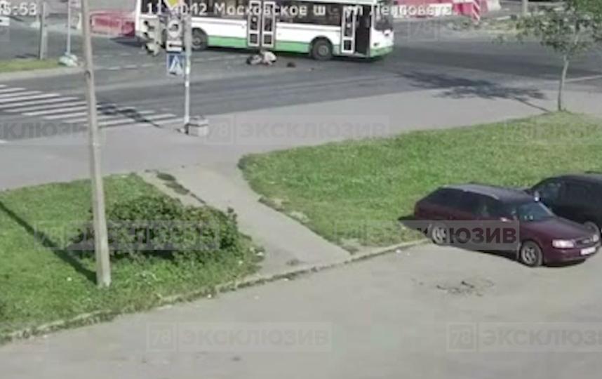 В Московском районе Петербурга женщина выпала из автобуса: сейчас она в реанимации. Фото скриншот видео https://78.ru/news/