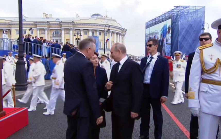 В Петербурге прошел парад в честь дня ВМФ. Фото скриншот https://ria.ru/20190728/1556943059.html