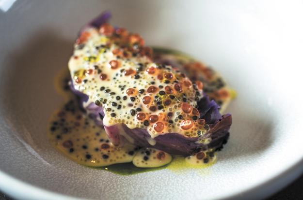 Печёная капуста с икорным соусом. Фото Все фото предоставлены White Rabbit family