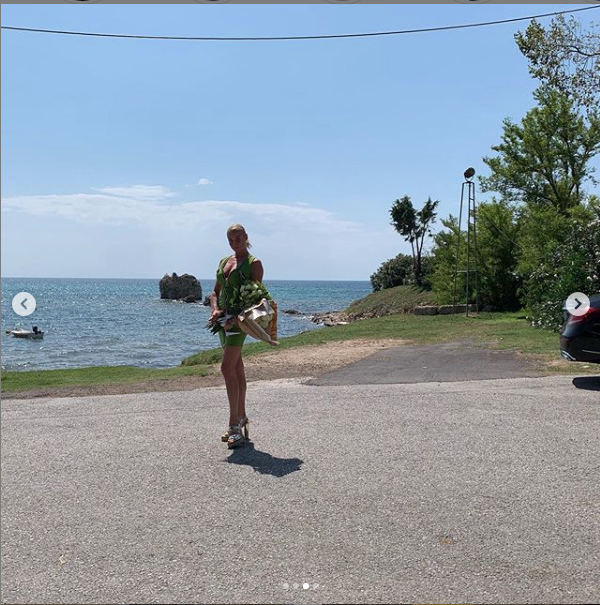 """Волочкова отправилась отдыхать в Грецию. Фото https://www.instagram.com/volochkova_art/, """"Metro"""""""