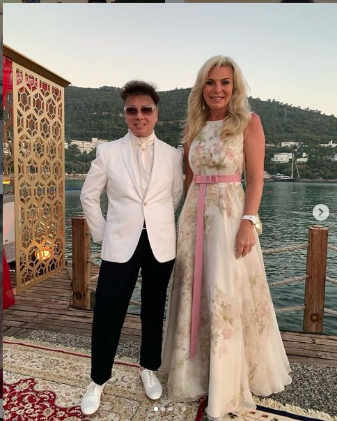 """Юдашкин с женой. Фото https://www.instagram.com/explore/locations/268264204/rixos-premium-bodrum/, """"Metro"""""""