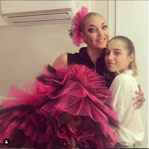 """Анастасия Волочкова делится совместными фото с дочкой и очень гордится ей. Фото https://www.instagram.com/volochkova_art/, """"Metro"""""""