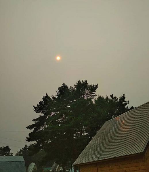 """""""На фото - не луна, это солнце, на улице жара"""". Фото скриншот: instagram.com/gaidamaka_o/"""