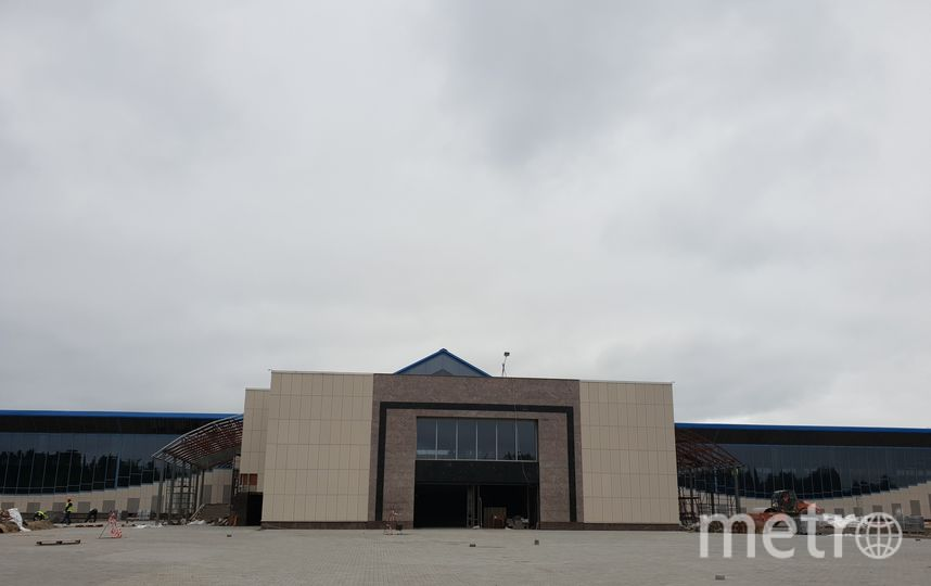 """Ст. «Шушары», мощение площадки перед входом на станцию. Фото https://vk.com/metrostroy_arhiv, """"Metro"""""""