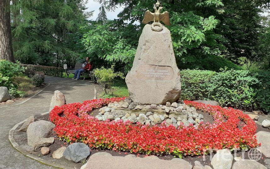 """Памятник возле дворца. Фото Светлана Перцова, """"Metro"""""""