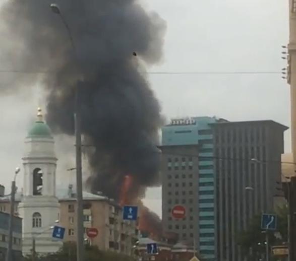 В Москве произошел пожар на площади 5 тыс. кв.м. Фото скриншот видео https://www.instagram.com/_new_line_/
