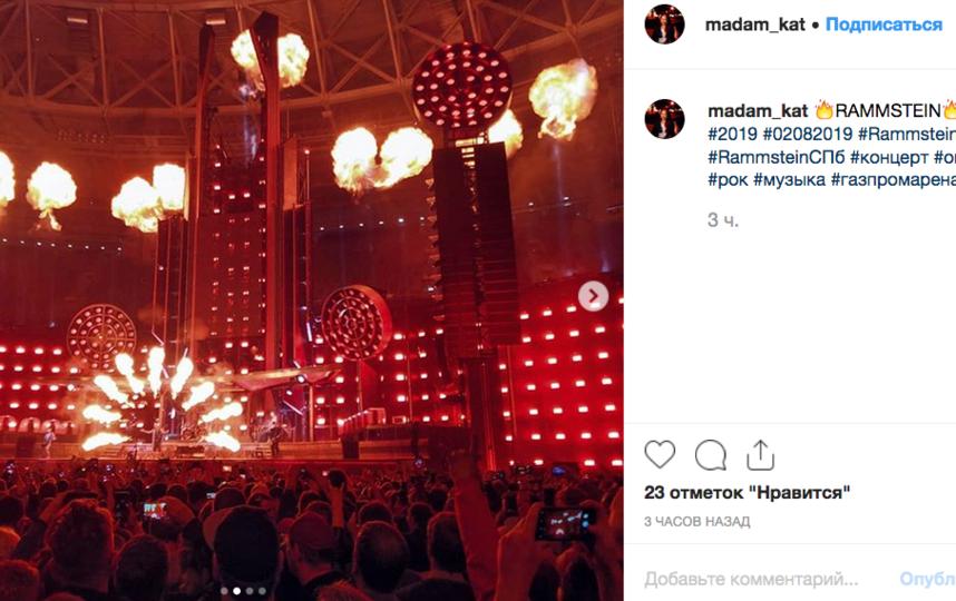 Поклоннники поделились снимками с концерта Rammstein в Петербурге.