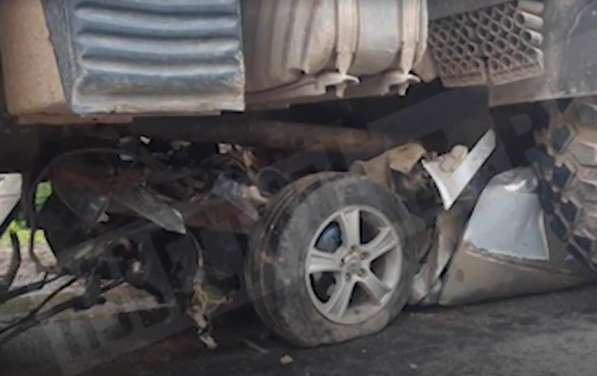 В Ленобласти в ДТП с КамАЗом погибли три человека. Фото скриншот https://www.5-tv.ru/news/