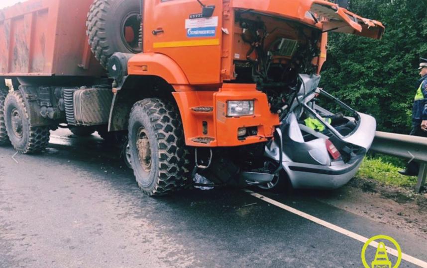 В Ленобласти в ДТП с КамАЗом погибли три человека. Фото https://vk.com/dorinspb