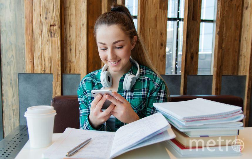 О запрете использования мобильных телефонов говорят давно, некоторые школы уже ведут собственную борьбу, которую часто не поддерживают родители учеников. Фото pixabay.com