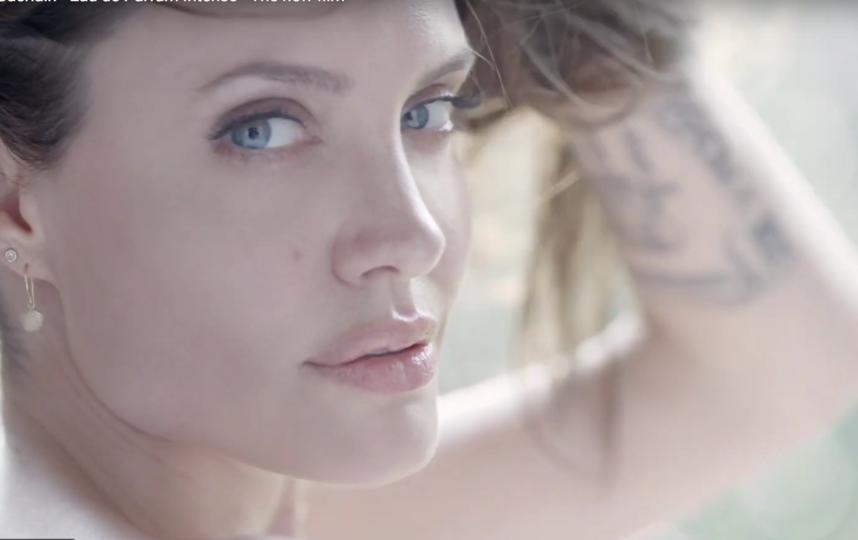 Анджелина Джоли, кадры рекламы. Фото Все - скриншот YouTube