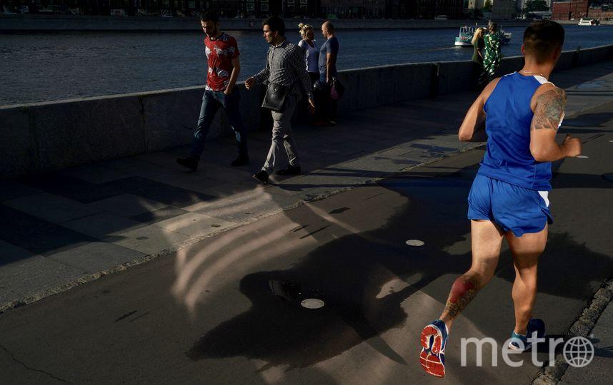 Бегун позволил россиянину Георгию Пинхасову сделать кадр в жанре «решающий момент» на Крымской набережной. Фото Георгий Пинхасов | Magnum Photos