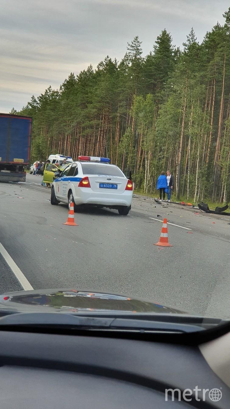 "Тяжелая авария произошла вечером 4 августа в Ленобласти. Фото https://vk.com/spb_today?z=photo-68471405_457861944%2Fwall-68471405_11657114, ""Metro"""