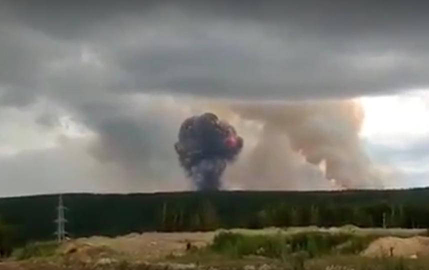 Появилось видео взрывов на складе боеприпасов под Ачинском. Фото скриншот видео https://ren.tv/