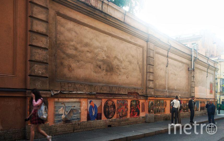 """Галерея в переулке Радищева, созданная Олегом Лукьяновым, сейчас насчитывает более 30 работ. Фото vk.com/olegmihalych, """"Metro"""""""