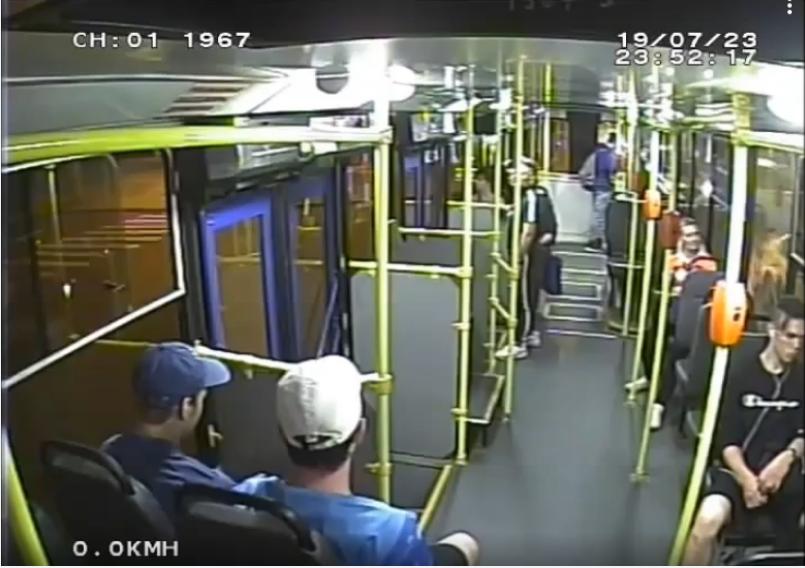 "Нападение на кондуктора троллейбуса попало на видео. Фото СПб ГУП «Горэлектротранс»,, ""Metro"""