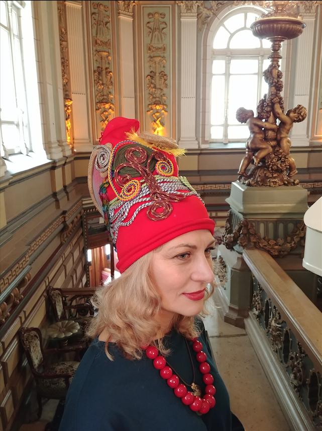 Дизайнер Виктория Москаленко. Вид шляпки сбоку. Фото Юлия Долгова