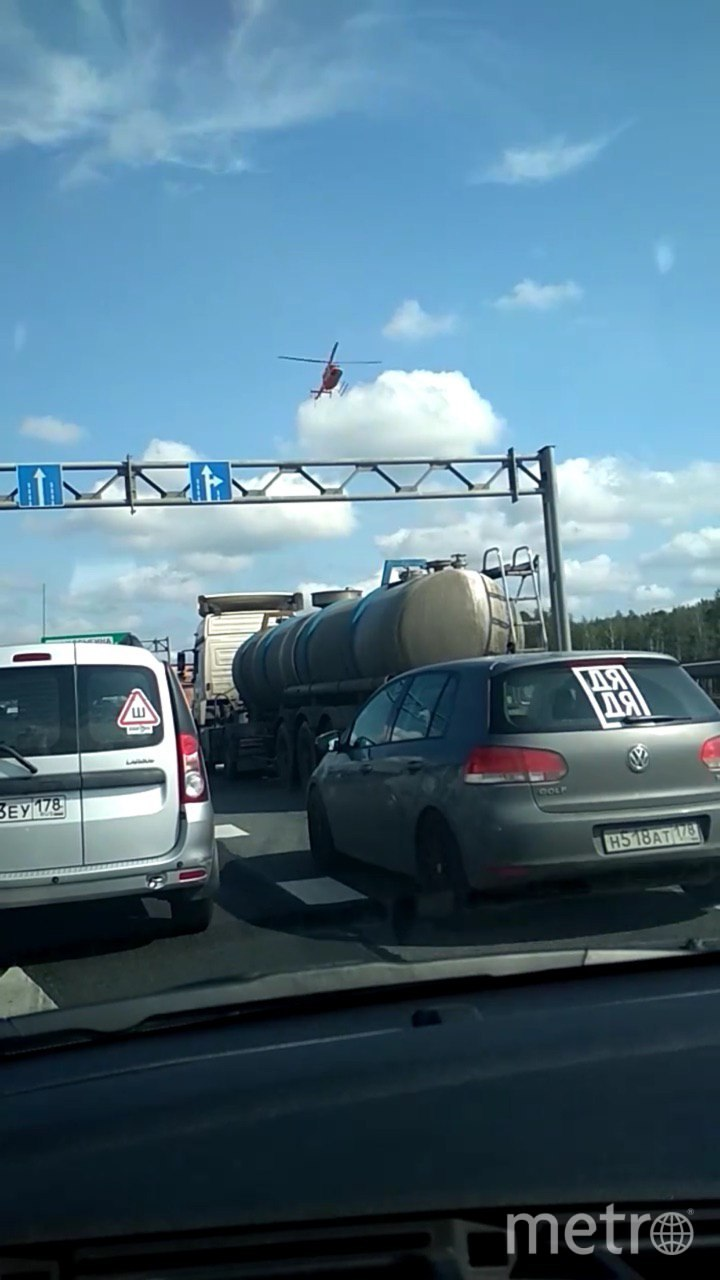 "Фото с места аварии. Фото https://vk.com/spb_today, ""Metro"""