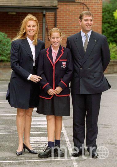 Принцесса Беатрис с родителями, 2000 год. Фото Getty