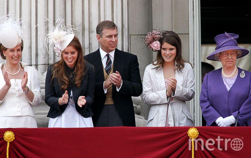 Принцессы с родителями герцогами Йоркскими в День монарха с Елизаветой II, 2006г. Фото Getty