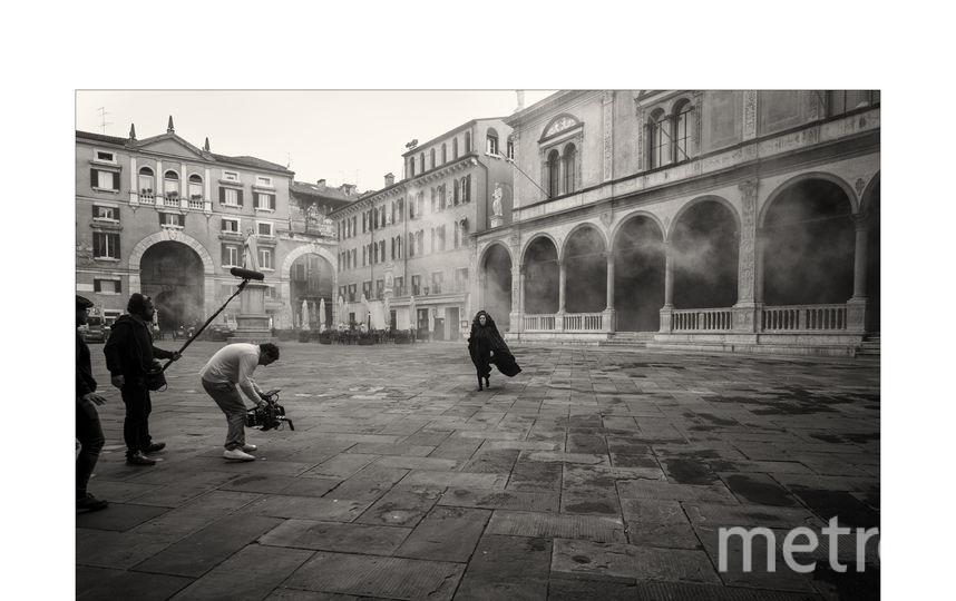 Стелла Роверси. Бэкстейдж фото. Фото Алессандро Скотти, фотографии со съемок Календаря Pirelli 2020 Паоло Роверси