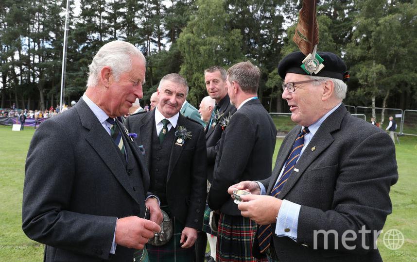 Принца Уэльского угостили виски. Фото Getty