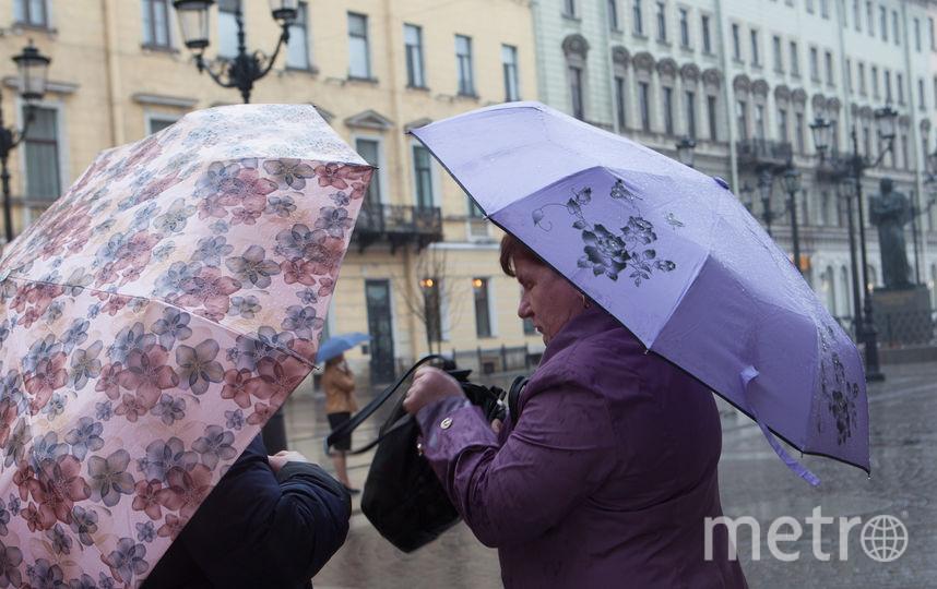 """Зонт - постоянный спутник петербуржца. Фото Святослав Акимов, """"Metro"""""""