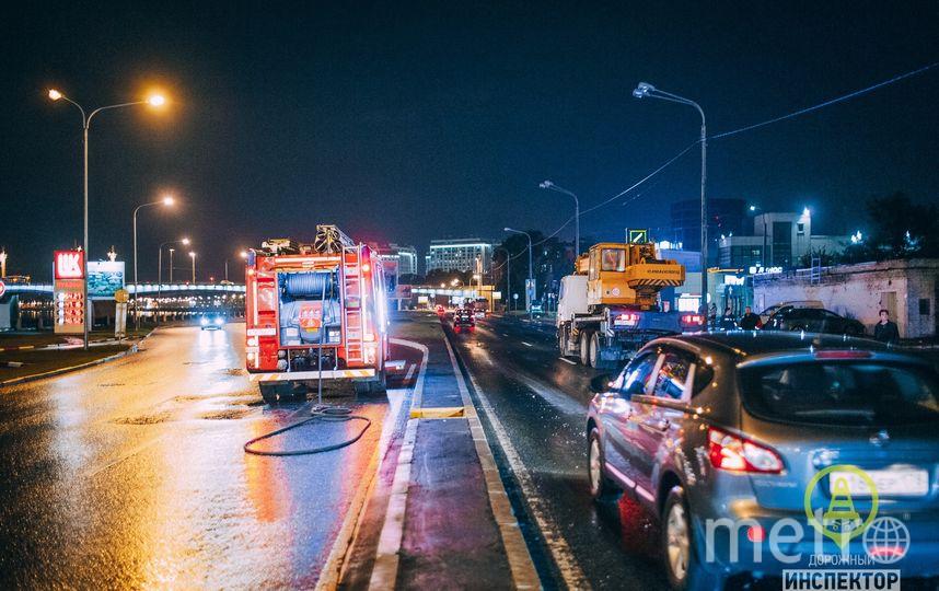 """ДТП на Выборгской набережной. Фото https://vk.com/dorinspb, """"Metro"""""""