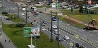 Иномарка врезалась в пешеходов на Ленинском проспекте в Петербурге
