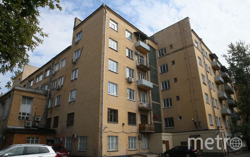 Дом-коммуна на улице Лестева сегодня наполовину сдаётся под офисы. Фото Василий Кузьмичёнок