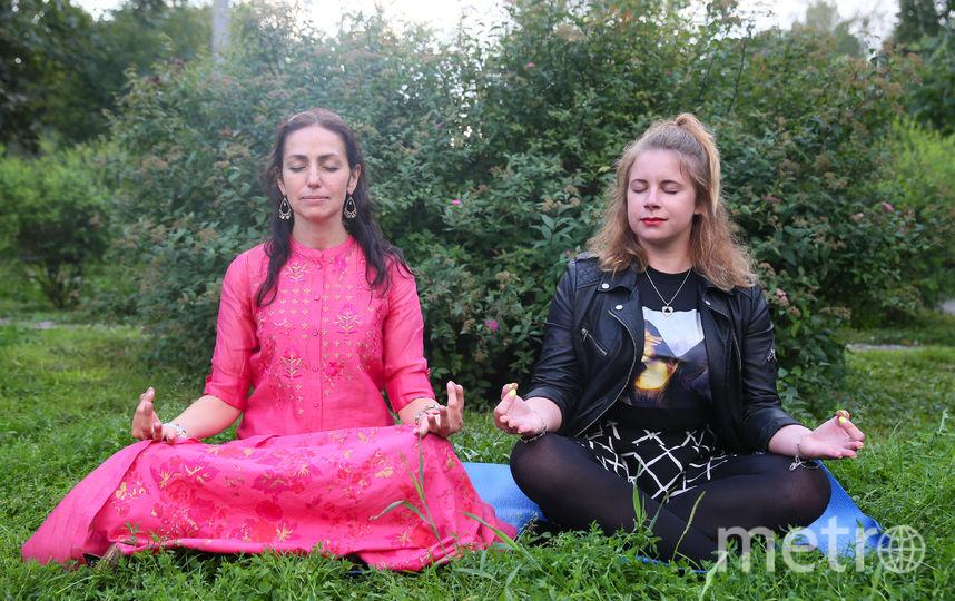 Необязательно сидеть в такой позе, чтобы петь мантру. Делать это можно в любом положении, главное – чтобы было комфортно. Фото Василий Кузьмичёнок