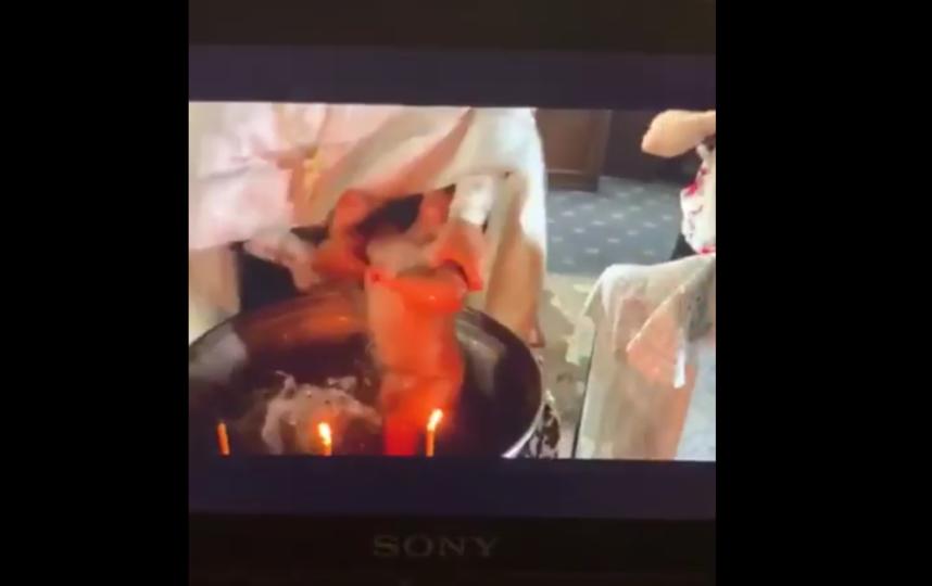 """Игумен Фотий крестил малыша, чуть не утопив и не задушив его. Фото Все - скриншот YouTube, """"Metro"""""""