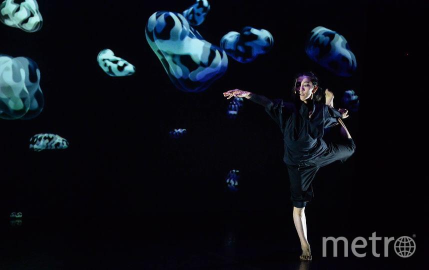 """Мультимедийная танцевальная инсталляция. Фото Святослава Акимова, """"Metro"""""""