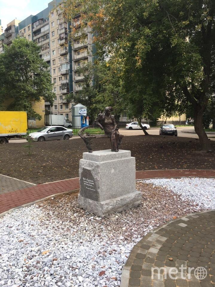 Памятник установлен рядом с гимназией. Фото Артём Зараменских, vk.com
