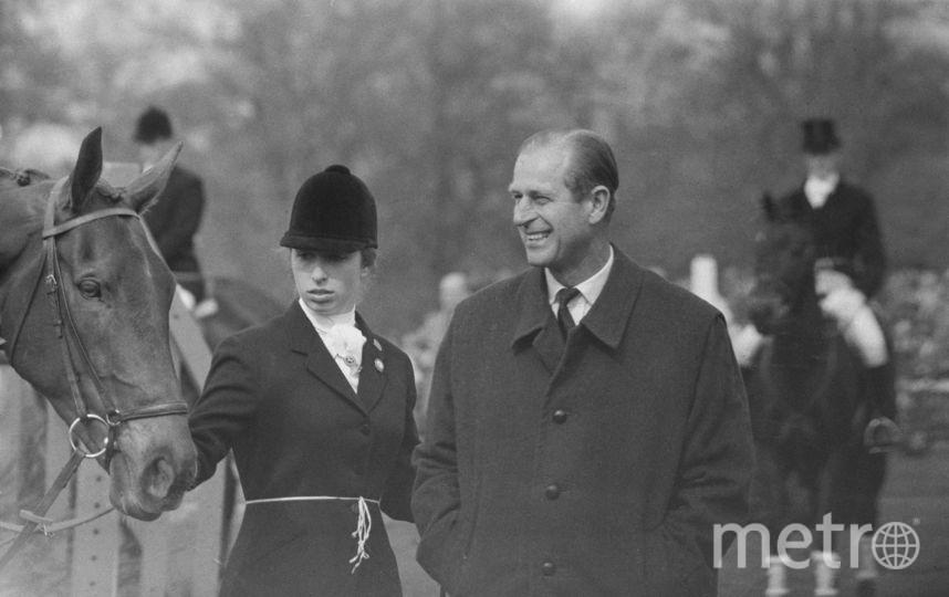 С отцом, принцем Филиппом в 1971 году. Фото Getty