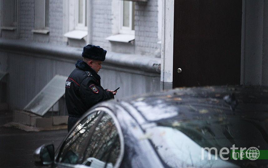 Мужчина выстрелил в потолок, после чего забаррикадировался в помещении. Фото Василий Кузьмичёнок