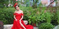Девушки в цветочных платьях украсили стартовавший в Москве фестиваль