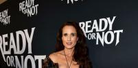 61-летняя Энди Макдауэлл в платье с глубоким декольте посетила премьеру в Лос-Анджелесе