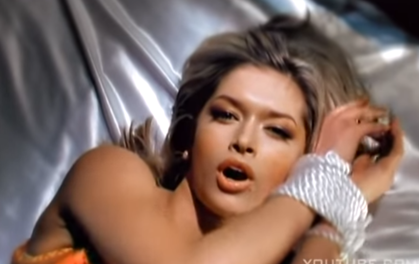 "Вера Брежнева в клипе ""Не оставляй меня, любимый"". Фото Скриншот Youtube"