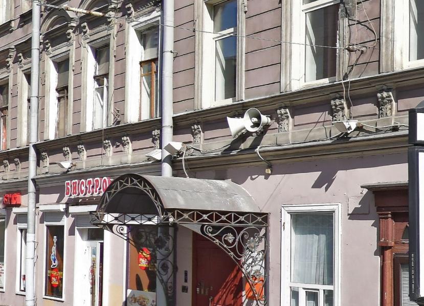 Громкоговоритель на Невском проспекте. Фото Яндекс.Панорамы