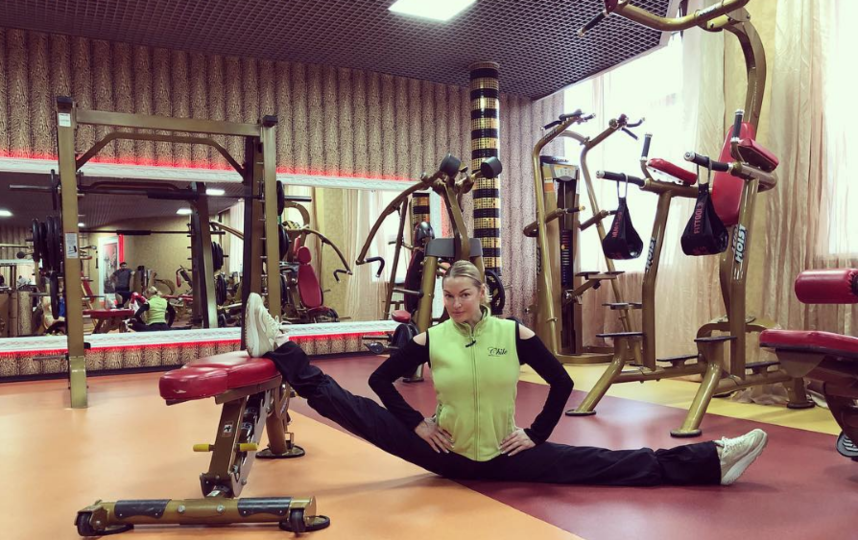 Волочкова в тренажерном зале. Фото instagram.com/volochkova_art