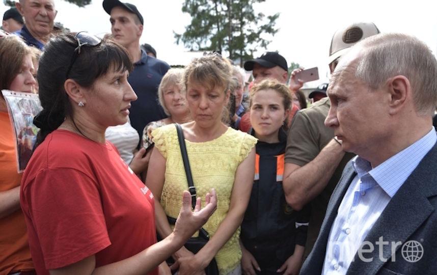 Встреча Владимира Путина с пострадавшими от паводка людьми. Фото РИА Новости