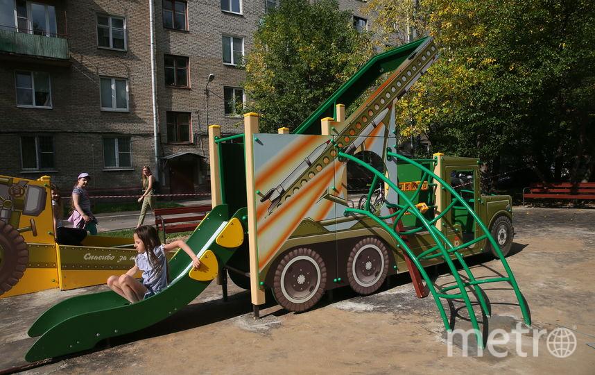 """""""Военные"""" площадки есть и в других дворах Москвы и России. Фото Василий Кузьмичёнок"""