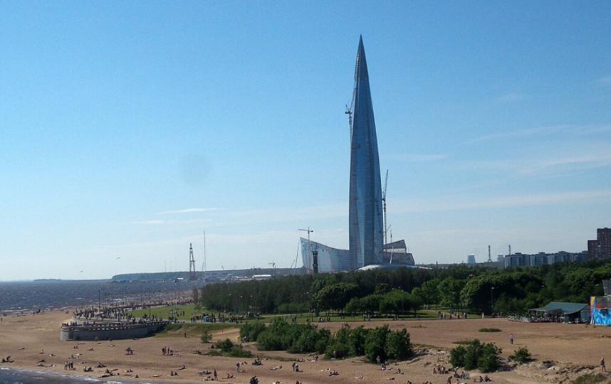 """Вид на Лахта Центр с Яхтенного моста. Фото """"Metro"""""""