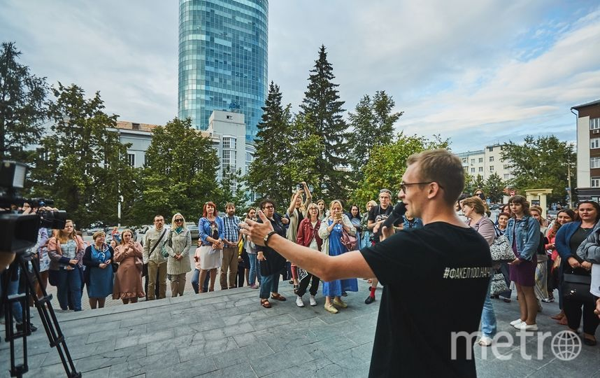 Илья Музыко приглашает зрителей на экскурсию. Фото Предоставлено организаторами