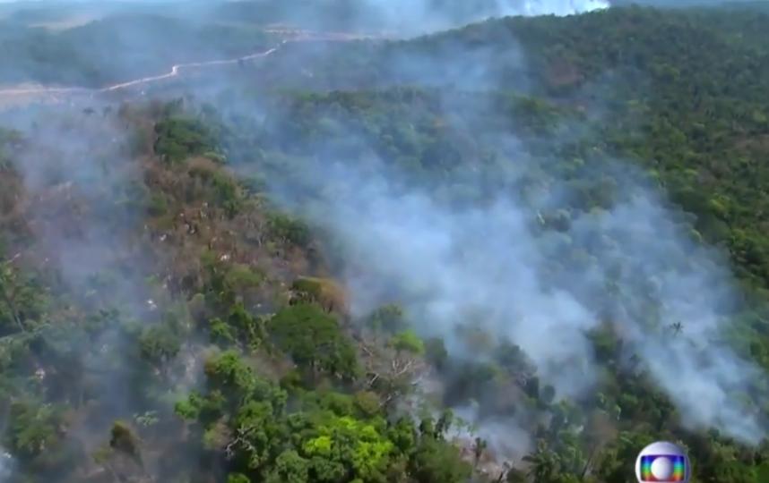 Дым преодолел почти 3 тысячи километров и дошёл до Сан Паулу. Фото скриншот: youtube.com/watch?v=H9ajzCq2lMk