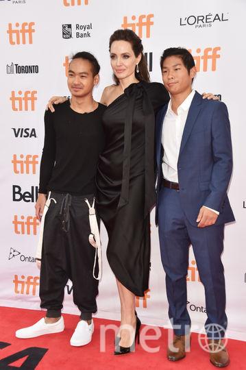 Мэддокс, Джоли и Пакс в 2017-м. Фото Getty