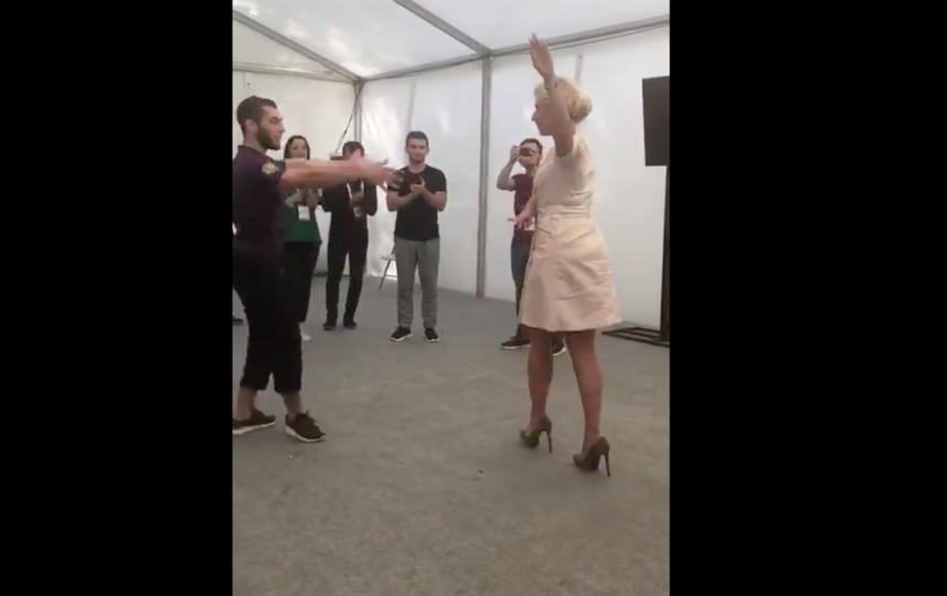 Танец Захаровой покорил всех собравшихся. Фото скриншот с официального мироблога МИД РФ в Twitter
